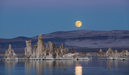 _MG_0179 mono lake hunters moon 10.18.13 flat 1600 by kurt harvey